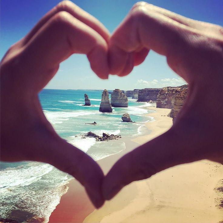 メルボルン旅行中に行ったグレートオーシャンロードオーストラリアでずっと行きたかった場所のひとつ もっと自分に厳しく強い人になりたいな  #Australia#greatoceanroad#12apostles#海#awesome by yusa0612 http://ift.tt/1ijk11S