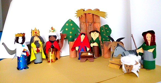 Weihnachtskrippen/basteln-Weihnachten-Krippenfiguren-Klorollen-Goldpapier-Tonpapier