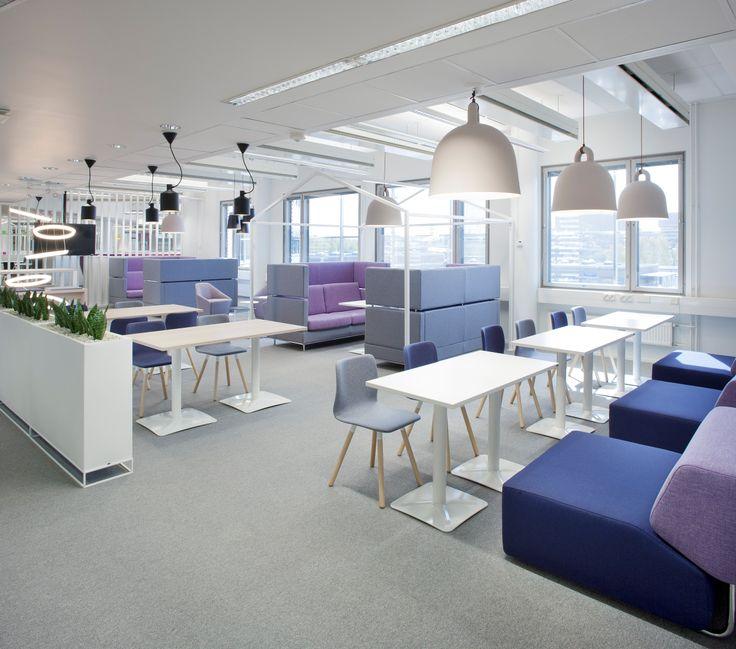 Toimiston jokaisessa kuudessa kerroksessa on oma pastellisävyinen värimaailmansa, joka näkyy esimerkiksi Inkoo Pro High:n kaksiväriverhoilussa. Isku toimitti kohteeseen yli 60 Inkoo Pro High -sohvaa.
