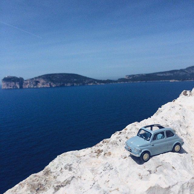 La mitica #Fiat500 non poteva mancare durante le #invasionidigitali di #Alghero (SS). Una delle tappe di questa giornata è stata l'invasione a #PuntaGiglio, un vero paradiso dove gli igers si sono scatenati in molteplici scatti panoramici.