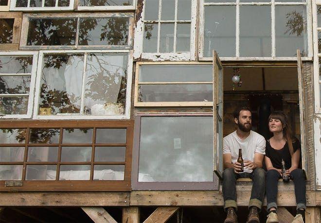 Fra første tanke til det færdige hus gik der kun få måneder. Se drømmen, der blev til virkelighed for kun 3000 kroner, og læs den fine historie bag.