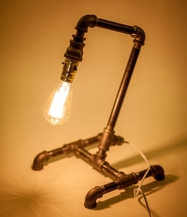 DIY Industrial Lamp: Cool Desk Lamp Made From Pipe