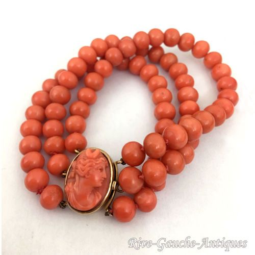 Rare-43g-18kt-gold-3-strand-coral-bead-bracelet-with-a-cameo-of-Diana