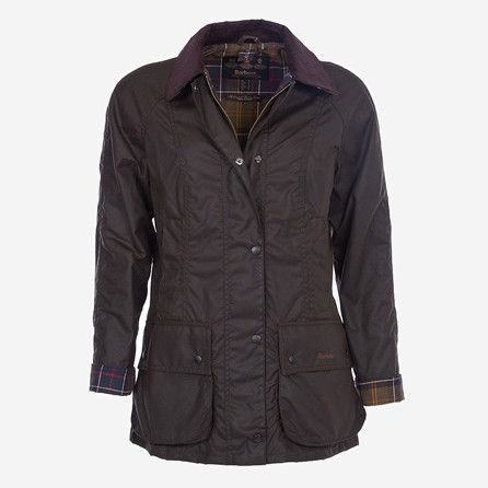 From the Country collection, the Beadnell is a traditional women's jacket, made with Barbour's signature waxed cotton, featuring multiple pockets and Barbour tartan lining. A regular, flattering fit w