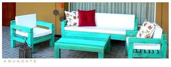 Juego de sillones para galería hechos con madera reutilizada.