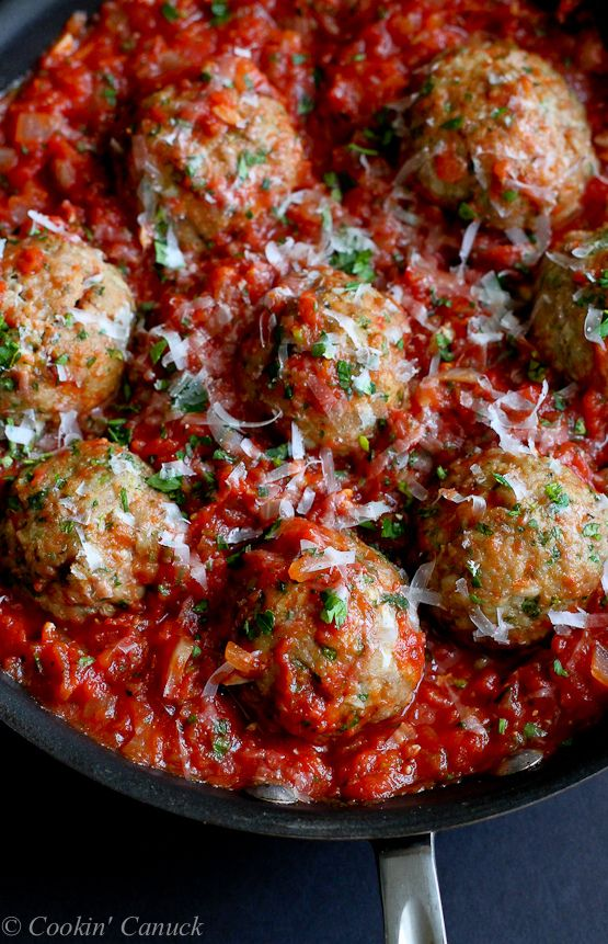 Italian Turkey Meatballs in Tomato Sauce Recipe...Healthy comfort food! 316 calories and 8 Weight Watchers PP | cookincanuck.com