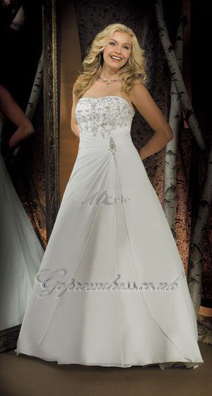 plus size wedding dress 2013 Side note. If that model is plus size, what the hell am I? -_-