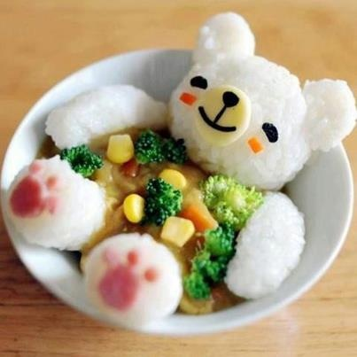 日本人のごはん/お弁当 Japanese meals/Bento 熊さんカレー Kawaii bear - great idea for leftover soup/curry - broken link - pic only