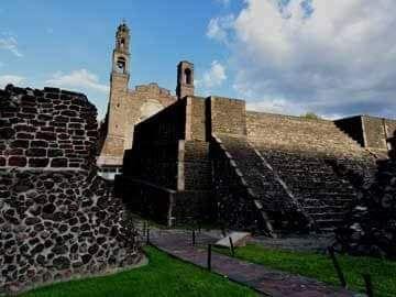 Un templo prehispánico debajo de cada una de éstas iglesias -  Durante la Conquista los españoles construyeron 68 templos sobre estructuras sagradas de Tenochtitlan y Tlatelolco, de los cuales 20 quedan en pie  En estas iglesias quedó representado el mestizaje arquitectónico de México, al incorporar la nave única, de origen español, y el atrio, de reminiscencia prehispánica    Durante la época de la Conquista, entre los años 1524 a 1529, los españoles construyeron 68 iglesias sobre…