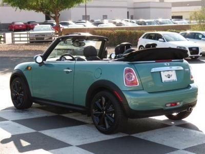 This green MINI Cooper convertible is perfect for the start of spring!
