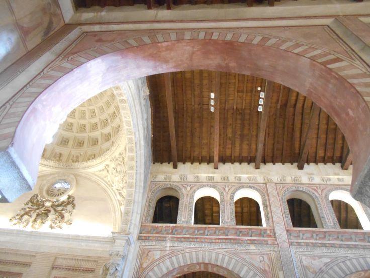 Bóveda de Capilla Mayor,presbiterio y artesonado de nave central vistos desde el principio de la nave del Evangelio.
