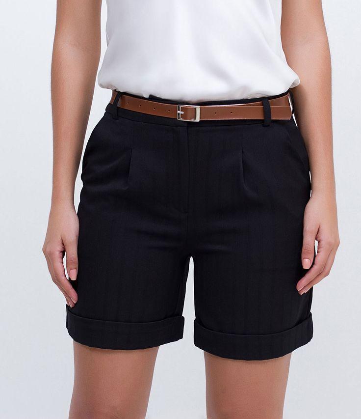 Bermuda feminina Com cinto Básica Marca: Cortelle Tecido: alfaiataria Modelo veste tamanho: P COLEÇÃO INVERNO 2016 Veja outras opções de bermudas femininas.