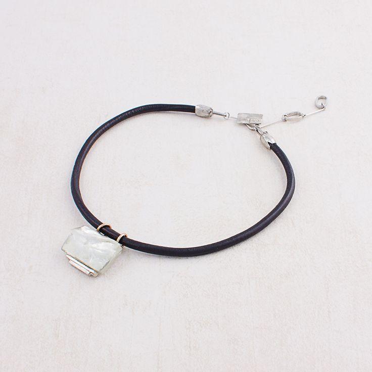 Printemps-Été 2016 - Collier Elden (étain, plaqué bronze, résine, cuir) Longueur ajustable ==== Sprng-Summer 2016 - Elden necklace (pewter, Bronze-plated, resin, leather) Adjustable length