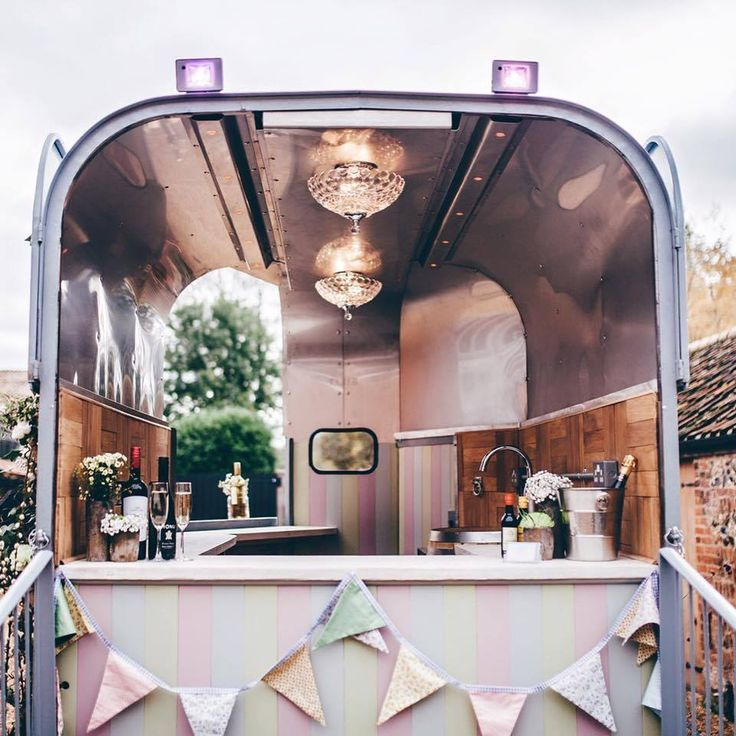 The Little Horse Box bar in Norfolk, UK. Perfect for outdoor weddings. http://www.thelittlehorsebox.co.uk