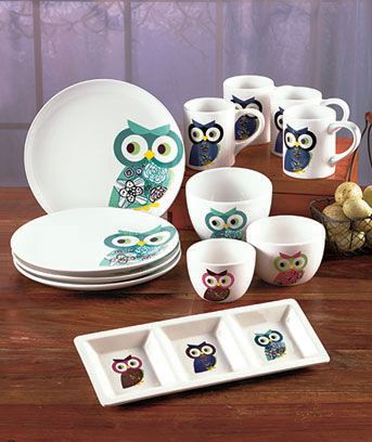 With the Owl Tabletop Collection, it's easy to set a stylish table. Each piece is decorated with the same owl design in various colors. The 3-Section Server