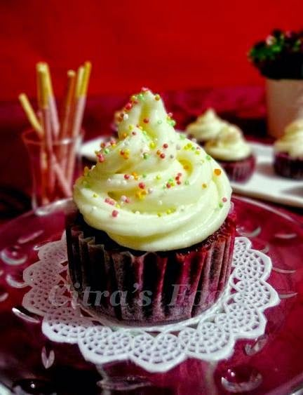 Citra's Home Diary: Red Velvet Steamed Cupcakes with cream cheese topping