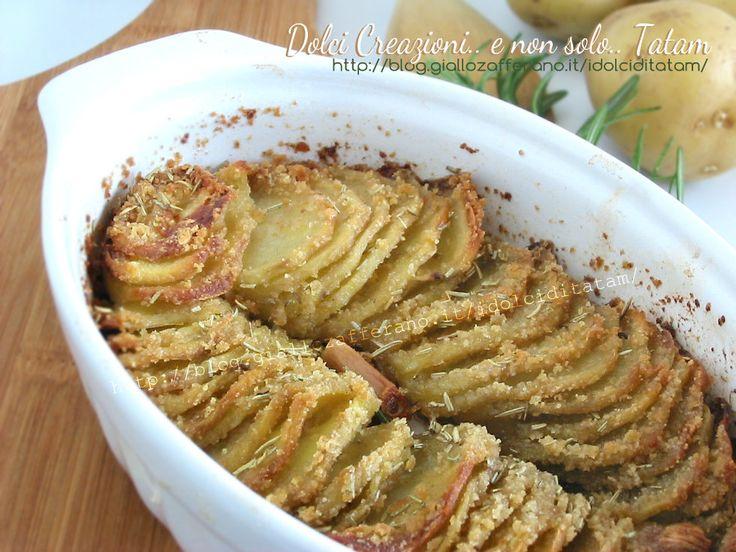 Patate sottili gratinate al forno veramente facili da fare e che saranno un sicuro successo: queste patate che si mangeranno come fossero patatine fritte ma