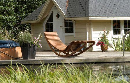 De Cerdic Balance Exclusive is een ergonomisch verantwoorde stoel die vervaardigd is van het hoogwaardige Iroko en Teak hout. De klassieke ongecompliceerde stijl is een genot voor het oog en gebaseerd op eenvoud en bewezen functionaliteit. Het model is hierop getest in de kuuroorden van Roemenie.