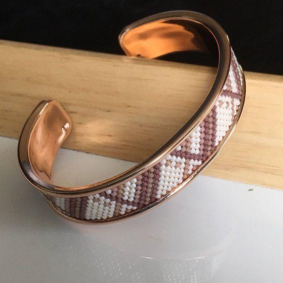 Bracelet manchette sur jonc de laiton de couleur OR ROSE /