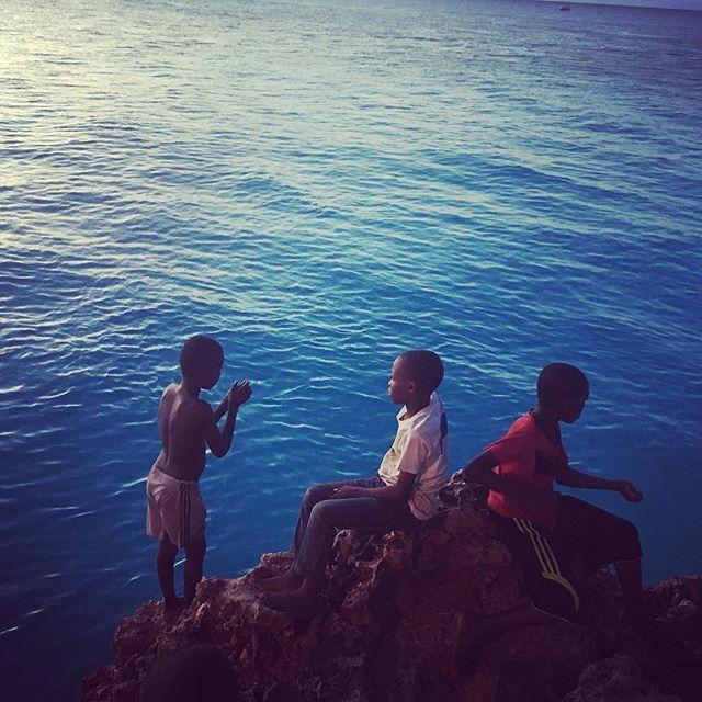 Here are some local kids busy trying to catch some fish. Unfortunately they were unsuccessful! #tanzania #africa #zanzibar #childrenoftheworld #gonefishing