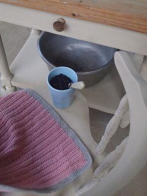 parizankounavikend: Aničkin písací stolík