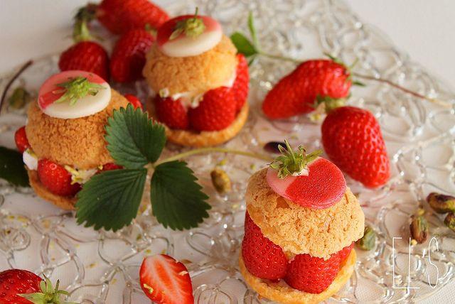 Choux à la fraise gariguette, crème fouettée et pistache / Cream puff garnished with strawberries, whipped cream and pistachio