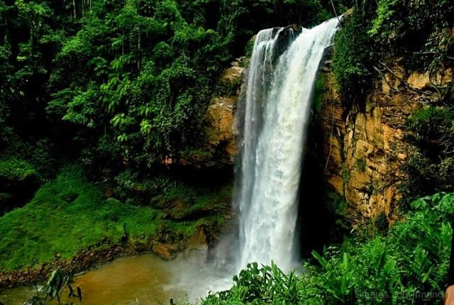 Matilde Waterfall - Alfredo Chaves, Espírito Santo, Brazil - Watch > http://destinations-for-travelers.blogspot.com.br/2014/06/cachoeira-matilde-alfredo-chaves-espirito-santo.html #Brazil #Waterfall #Falls