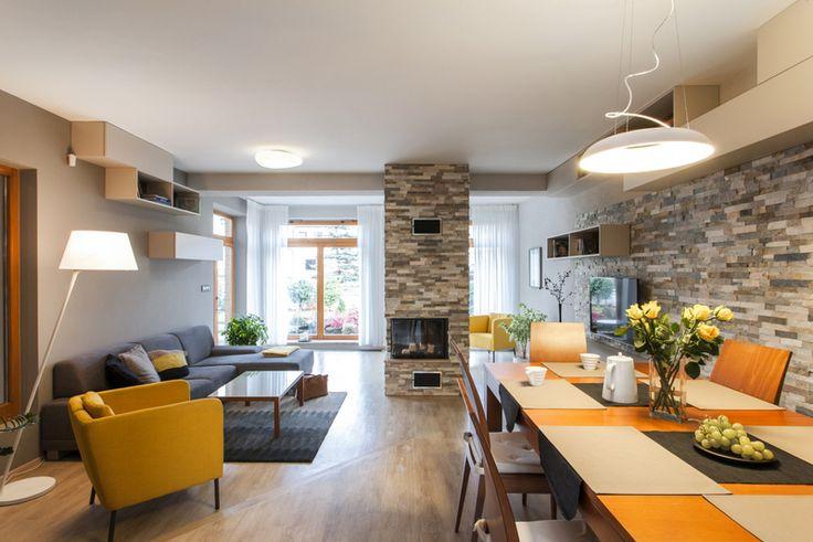 Prostorná místnost - obývací pokoj s jídelnou