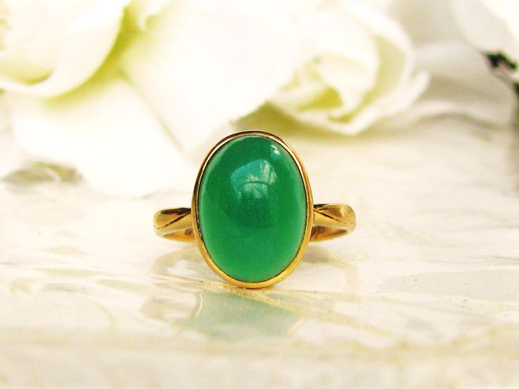 Art Deco Anillo Solitarios 14K oro antiguo cabujón Oval crisoprasa única Calcedonia verde Art Deco anillo fecha 1937 tamaño 5 de LadyRoseVintageJewel en Etsy https://www.etsy.com/es/listing/470736419/art-deco-anillo-solitarios-14k-oro
