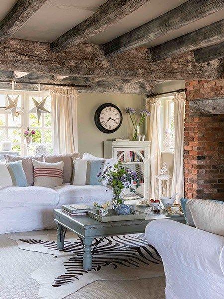 Cette maison de campagne date du XVIe siècle, et est situé dans leShropshire, une région de l'ouest de l'Angleterre. Cette vieille dame anglaise est aimée par sa propriétaire Kerrie Griffin-Rogers, qu
