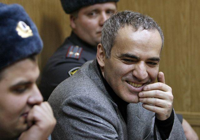 Garry Kasparov met Vladimir Poutine en échec - http://www.tdg.ch/monde/Garry-Kasparov-met-Vladimir-Poutine-en-echec/story/15462346