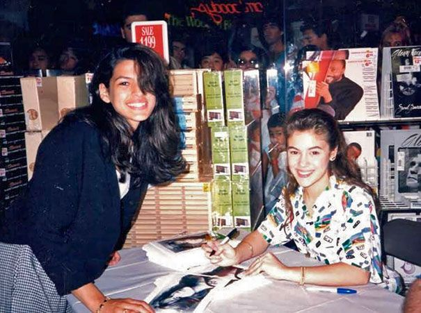 15-Year-Old Eva Mendes Getting An Autograph From 17-Year-Old Alyssa Milano