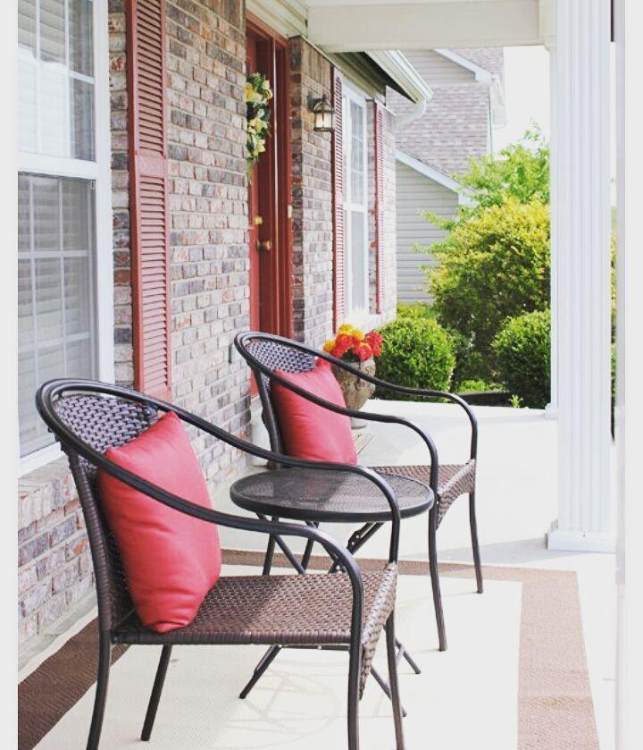 Tampilan kursi yang minimalis juga ok loh buat teras rumah. (image via karmastream.com) #dekorasiterasIR ya.  #inspirasi #rumah #dekorasi #kreatif #unik #kreasi #homedecor #homedesign #upgradehome #inspired #frontdoordecoration by inspirasi_rumahku_ http://discoverdmci.com