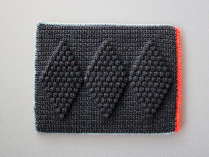LUTTER IDYL: Crochet iPad Sleeve