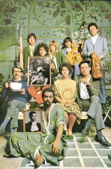 O tropicalismo foi um movimento musical, que também atingiu outras esferas culturais (artes plásticas cinema, poesia), surgido no Brasil no final da década de 1960. O marco inicial foi o Festival de Música Popular realizado em 1967 pela TV Record.