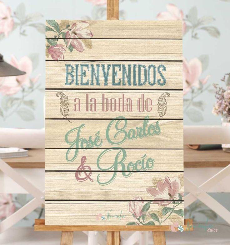 Cartel con fondo en madera y decoración floral de Bienvenidos para Boda. Se personaliza con el nombre de los novios. Vinilo sobre madera Tamaño 40 x 60 cms
