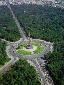 Thema: MONUMENT - De Tiergarten vormt een opvallend groene oase pal in het centrum van Berlijn.
