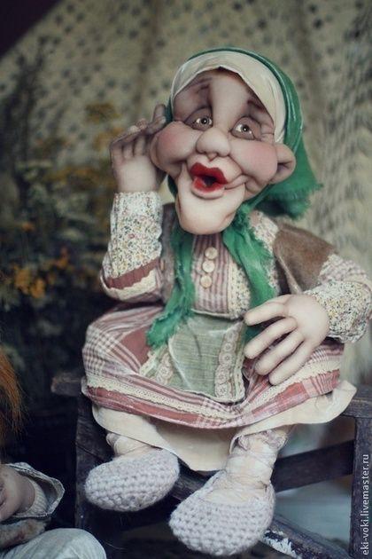 Купить или заказать Добрый день в хату в интернет-магазине на Ярмарке Мастеров. Внутри кукол проволочный каркас, благодаря которому ручки и ножки изгибаются. Одежда сшита из натуральных материалов. У дедушки штанишки из натурального льна серого цвета. Рубашка из хлопка, шерстяная жилетка. На голове шапка ушанка, связана крючком. У бабушки одежда сшита из хлопка в бежевых и коричневых оттенках. На головке косыночка зеленого цвета, лён. Куклы мягкие и лёгкие!