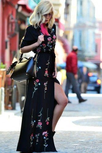 Φόρεμα μακρυμάνικο με floral λεπτομέρειες! Κομψό, ιδιαίτερο και στυλάτο! Κλείνει μπροστά με κουμπιά και ζώνη. Υπέροχο σχέδιο! Αναδείξτε την θηλυκή σας πλευρά με αυτό το καταπληκτικό maxi φόρεμα!    Μεγέθη : Medium  Χρώμα : Μαύρο  Σύνθεση : 65%COT 30%PES 5%SP