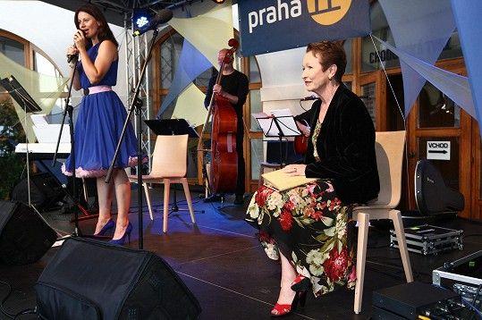 S Dášou Zázvůrkovou mají komponovaný pořad plný písniček, básní a monologů s názvem Poesie šansonu.