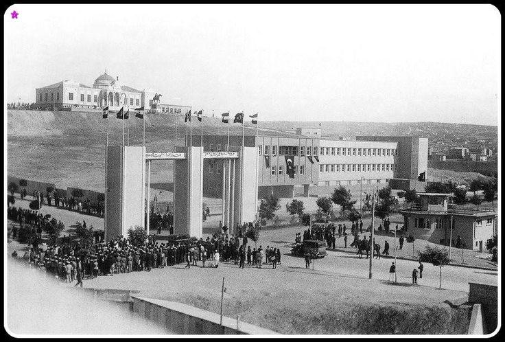 Ankara - Türk Hava Kurumu - 1934 senesi arkada yukarda Namazgah Tepede Etnografya Müzesi