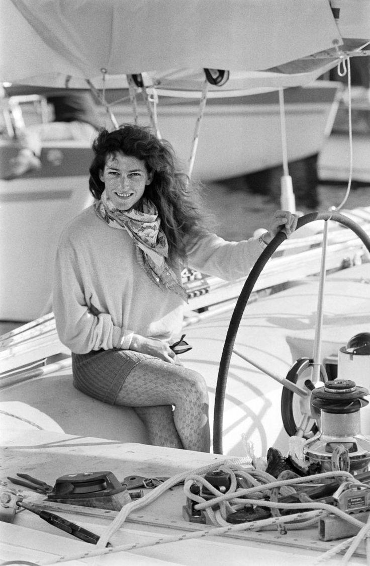 Hommage à Florence Arthaud, navigatrice tuée dans un crash d'hélicoptère en Argentine.