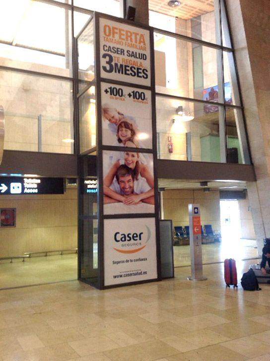 Caser Seguros en el ascensor del aeropuerto Tenerife Norte