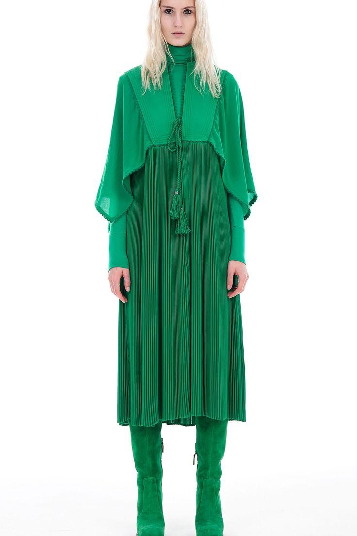 http://www.vogue.com/fashion-shows/pre-fall-2017/veronique-branquinho/slideshow/collection