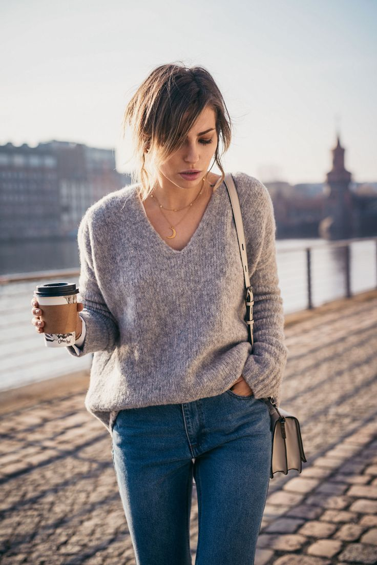 casual outfit in Berlin | street style: simple, daily, basic, blue jeans, effortless, spring | Masha Sedgwick