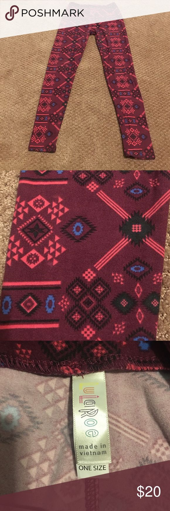 One size Lularoe Leggings Azteca print Lularoe leggings. Only worn once. Very soft and comfy. One size! LuLaRoe Pants Leggings