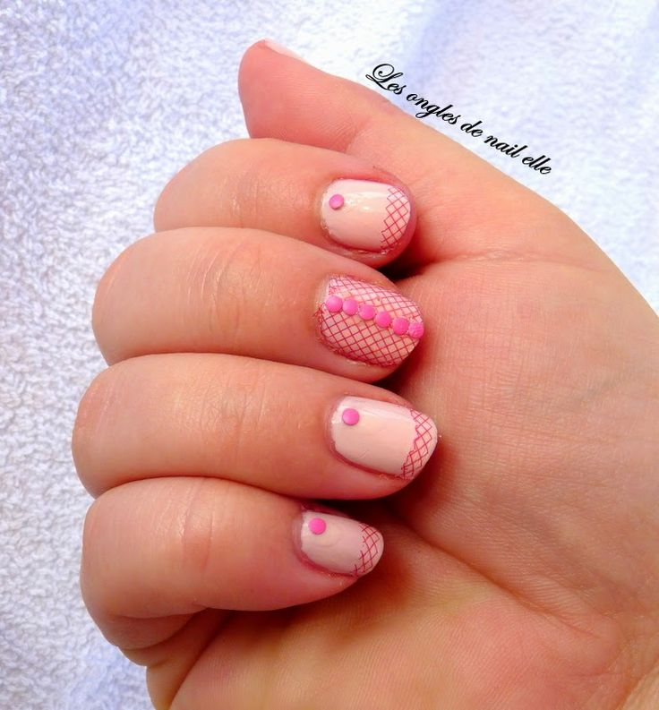 swatch seche rose 2, vernis rose 2 , swatch seche , vernis rose pastel, nail art resille rose , nail art dentelle rose , les ongles de nail elle ,nail elle , stud neon rose,