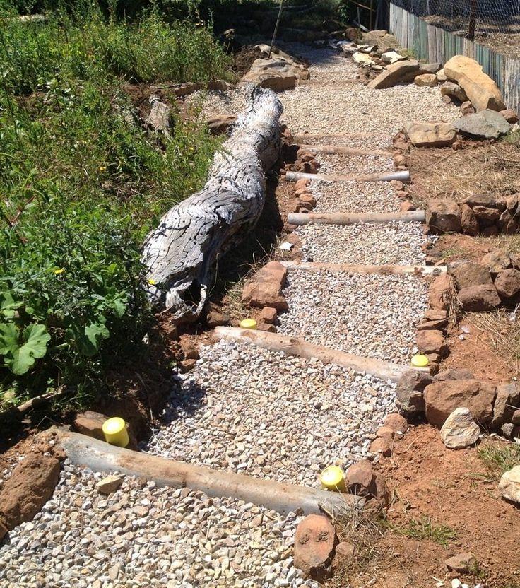 gartentreppe selber bauen aus rundhölzer und kies