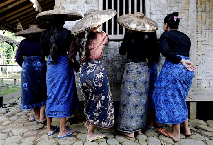 Love all the blue patterns!  Indonesian Baduy tribe women wait for their turn to cast their ballots during the parliamentary elections at a polling station in Kanekes vi...