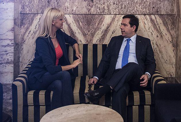 Συζητάμε για όλους και για όλα με τη Σάσα Σταμάτη σε μια αποκαλυπτική συνέντευξη στα Parapolitika.gr - http://goo.gl/fIEqjz #nd #chios #parapolitika